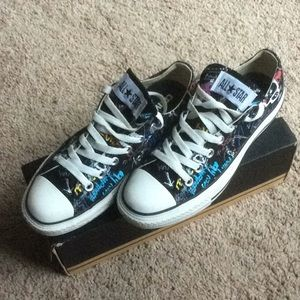 Converse Chuck Taylor low-top sneakers size 7